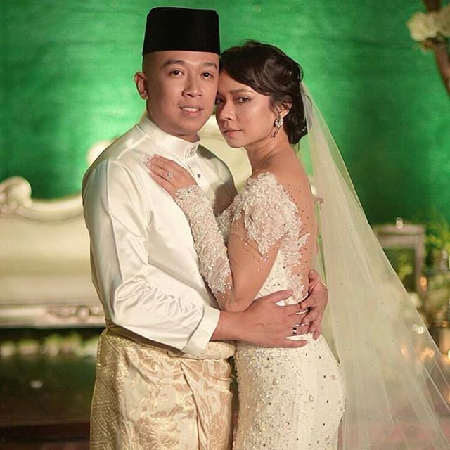 Nora Danish And Nedim Nazri Are Married The Couple Tied The Knot At An Intimate Ceremony At Glasshous Nora Danish Instagram Fashion Photography Magazine Cover