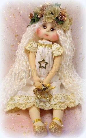 Lolita de Navidad, muñeca de tela con patrones y vídeo tutorial con el paso a paso incluidos. Un bonito y especial muñeca para regalar estas navidades. Loli de manualilolis, enseña como hacer esta …