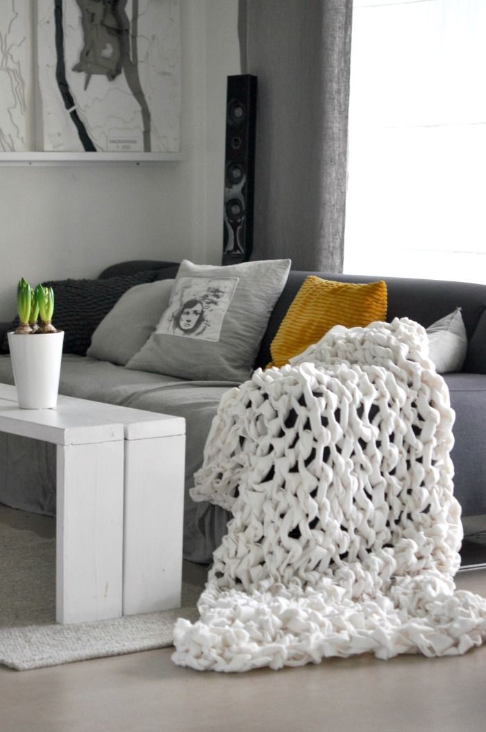 Chunky blanket DIY / SDS Armknitting a blanket Armstrikk et tykt teppe av 3 fleecepledd