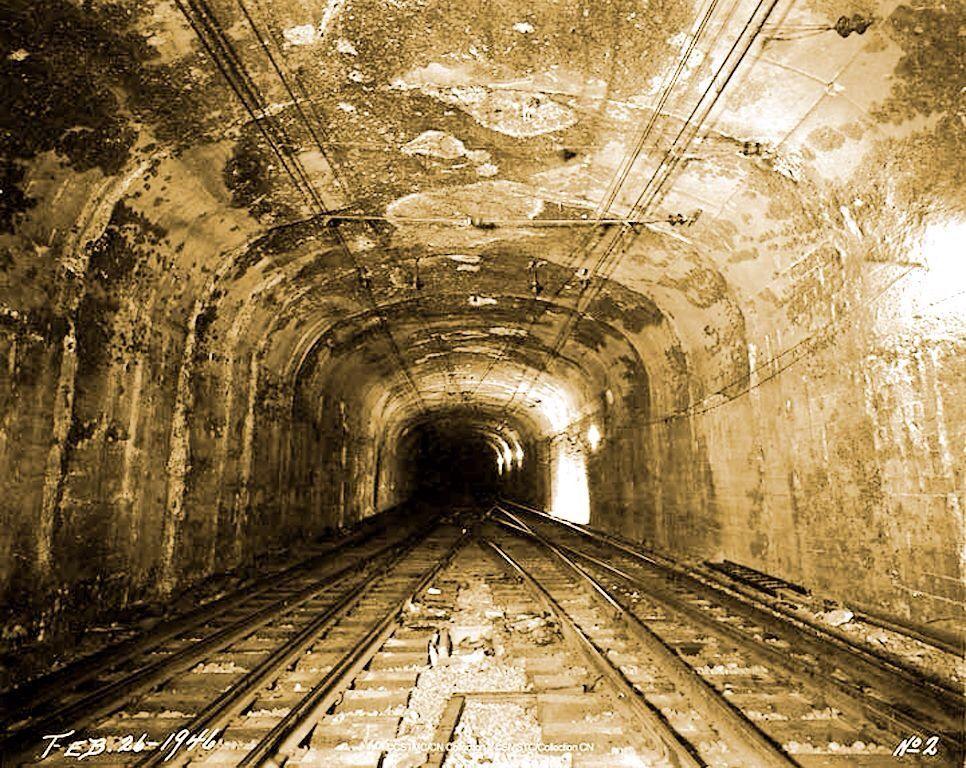 Le tunnel en 1946 aujourd 39 hui les voies sont utilis es for Construction de tunnel