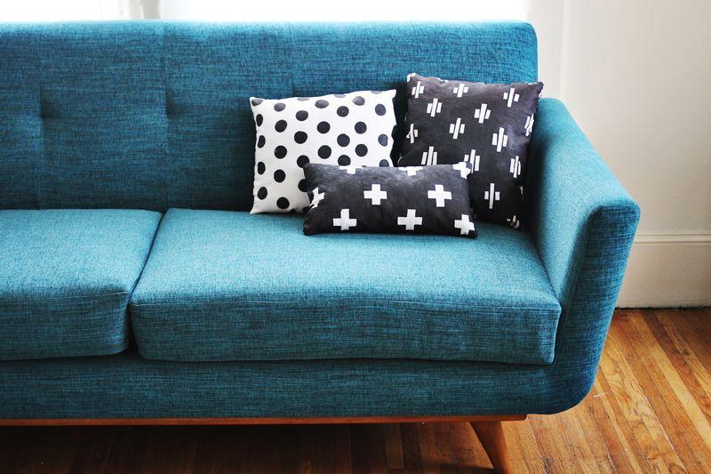 love this aqua sofa!  (via: http://www.abeautifulmess.com/2012/10/nesting-hand-printed-pillows-.html)
