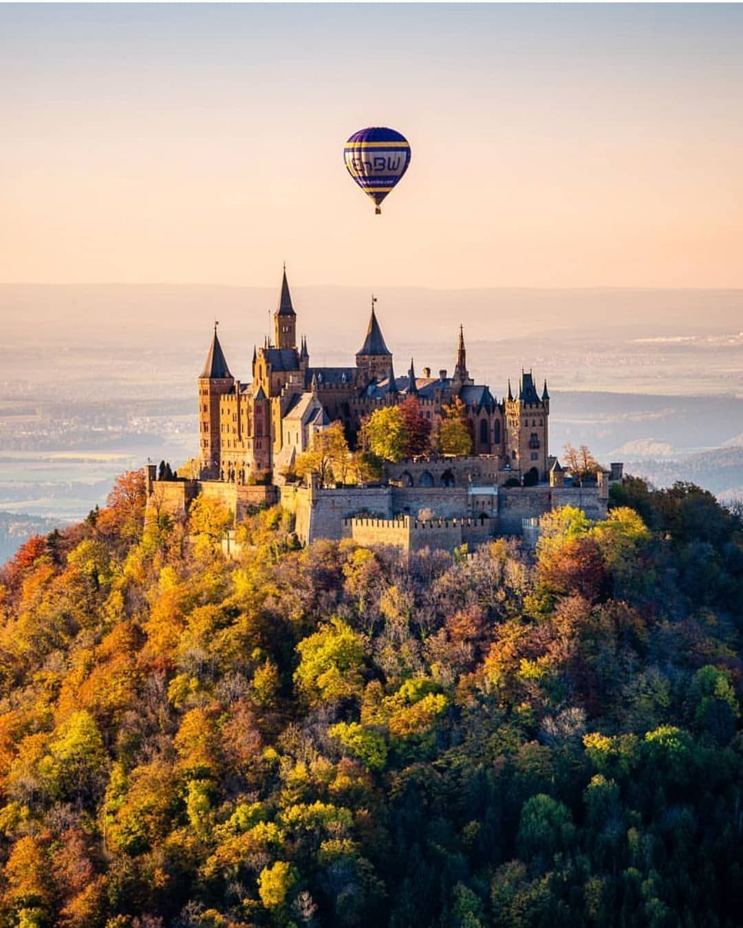 The Burg Hohenzollern Is One Of The Most Impressive German Castles It Was The Historical Seat Of The Hohenzoller Hohenzollern Castle Germany Castles Castle