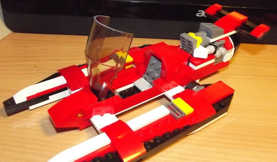 SPEED BOAT Had a lot of fun building this lego creator set. Really ...