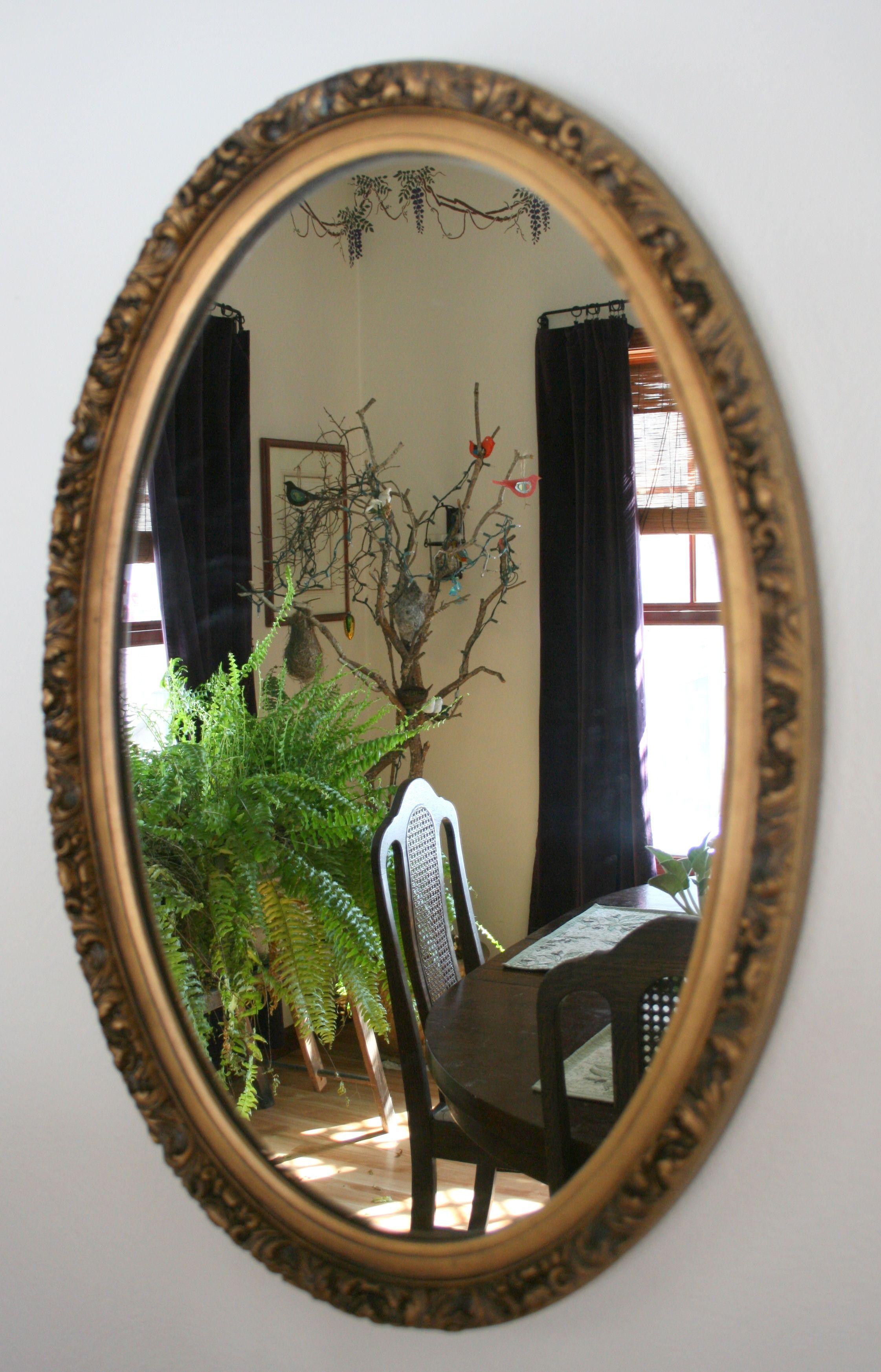 Lovely vintage goldframed oval mirror