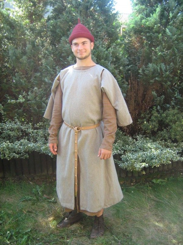 Surcote gardecorps » 9th - 13th century outerwear » Medieval On ...