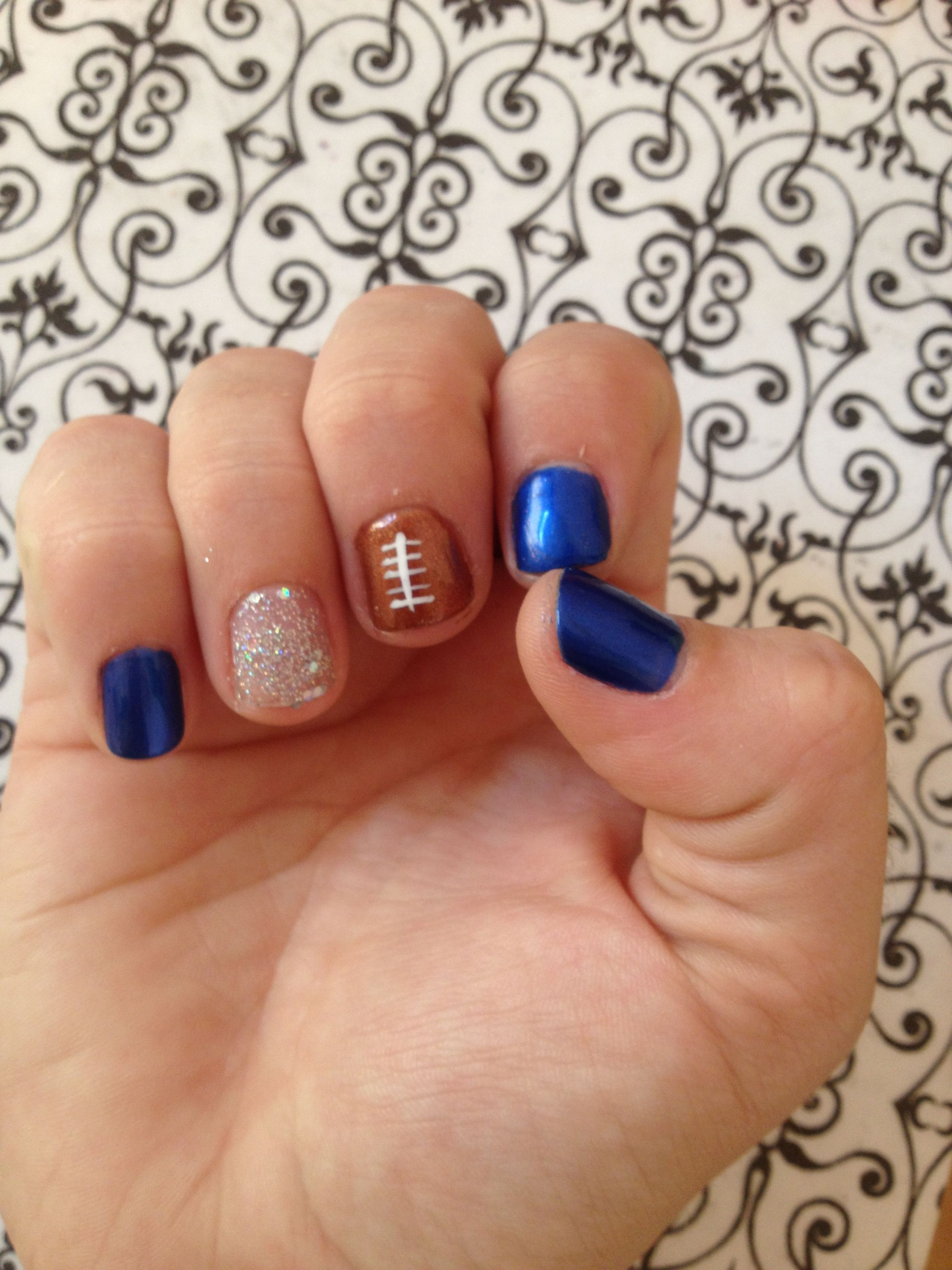 Football nails, so cute! If only I was good enough at doing nails ...