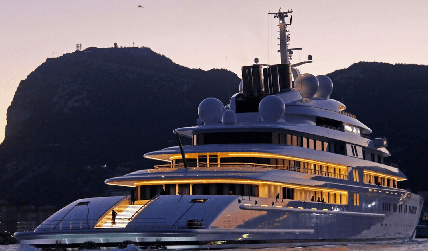 Azzam Is A 590 Ft Mega Yacht Price 650 Million It Has 18 Cabins