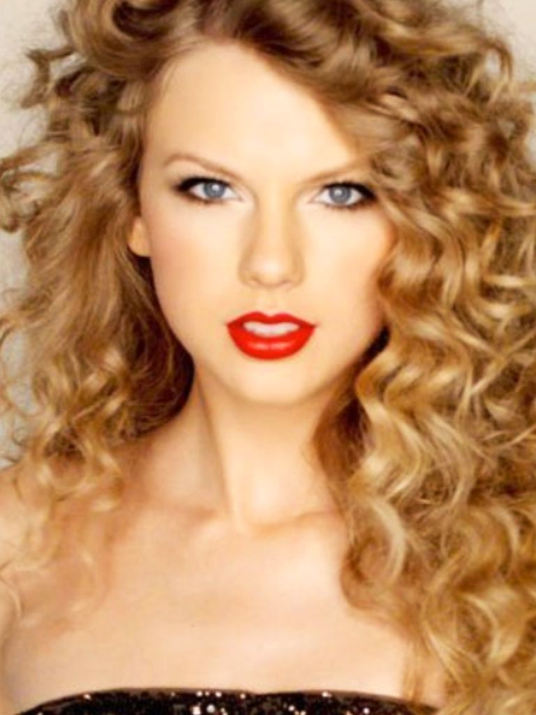 Pin By Katie Mencer On Cute Hairstlyes 3 Taylor Swift Curly Hair Taylor Swift Curls Hair Styles