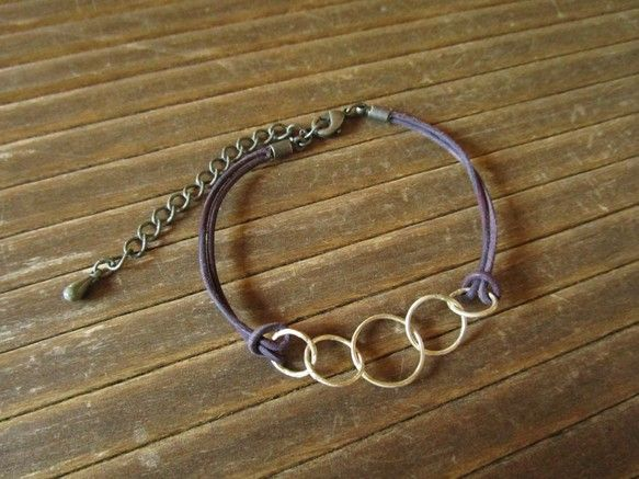大きさの違う5つの輪を繋げたブレスレットです。[サイズ]  全長:約21cm  金具を除いた部分:約13cm  アジャスター:5cm  一番大きな輪の部分:直...|ハンドメイド、手作り、手仕事品の通販・販売・購入ならCreema。