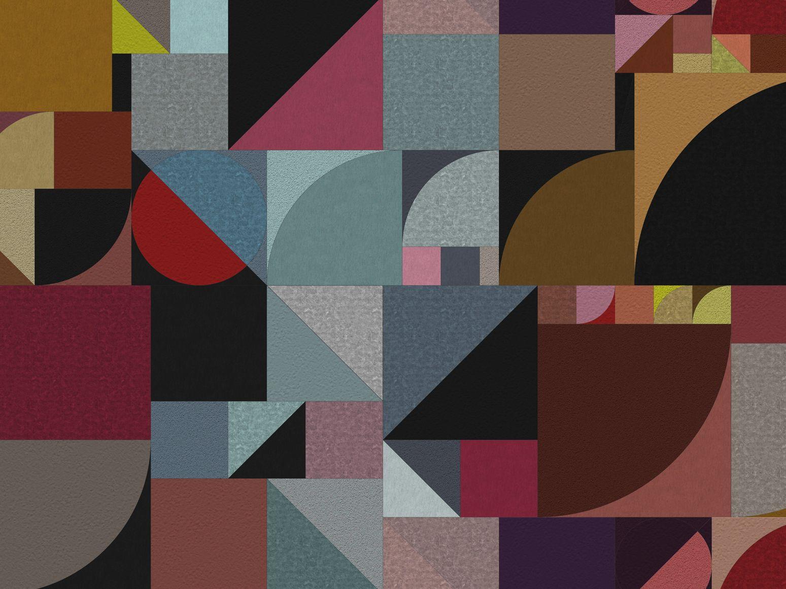 As composições eram formadas por tipos dispostos verticalmente, diagonalmente e horizontalmente e por formas geométricas simples, como quadrados, círculos, triângulos que criavam ritmos e continuidades conduzindo o olhar de um bloco de texto ao outro.