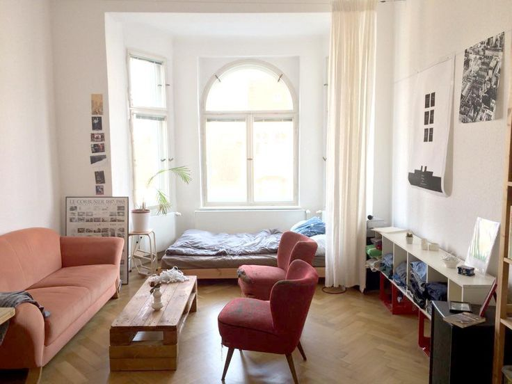 Bright bay window room with large windows for plenty of sun and a cozy atmosphere.  - Future House -