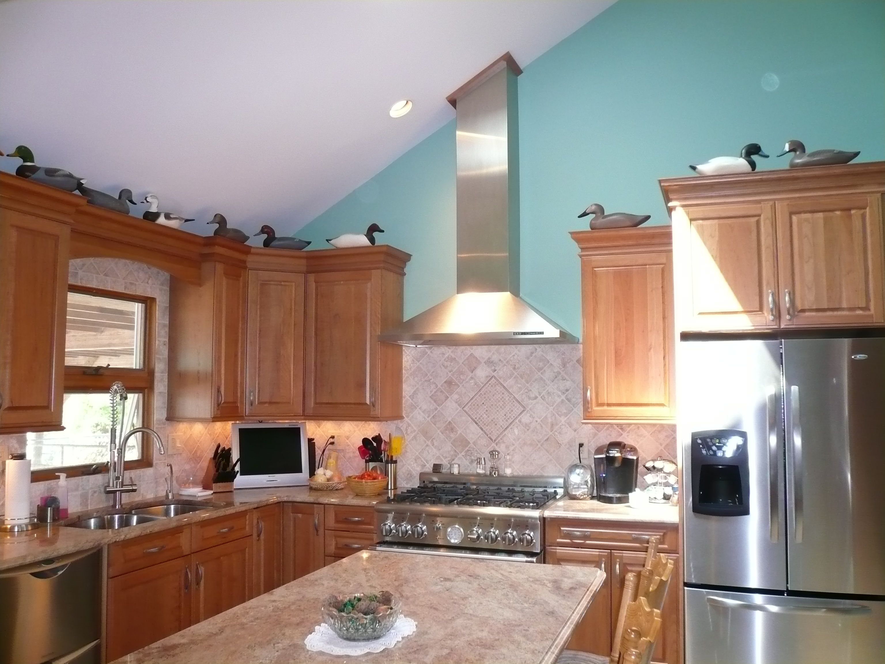 Kitchen With Vaulted Ceilings Care Is Needed When Dealing With A Cathedral Ceiling Note The