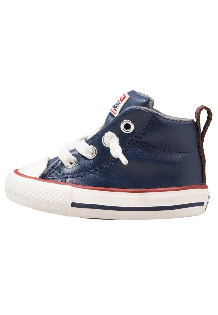 Consigue este tipo de zapatillas altas de Converse ahora