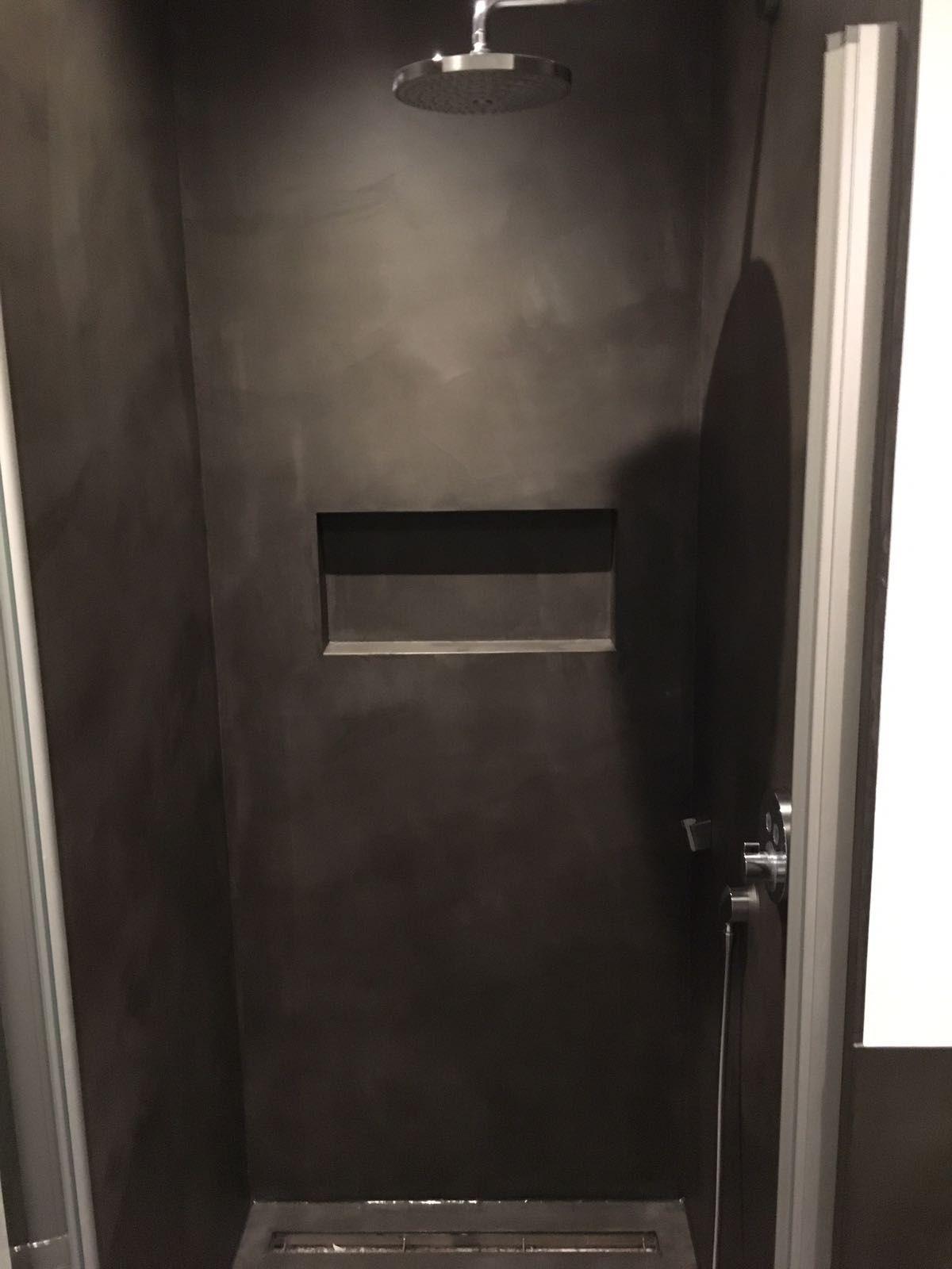 Ein Badezimmer ohne Fliesen geht nicht? Wir finden schon ...