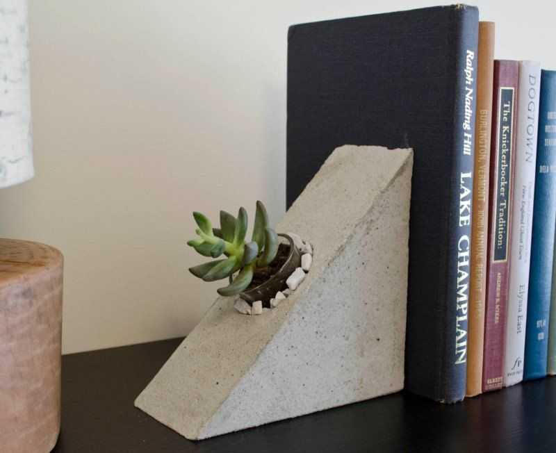 These Concrete Bookends Are A Great Modern Edition To Your Shelf Great For Succulents Or Airplants Concreteplanter Cement Diy Concrete Crafts Cement Crafts