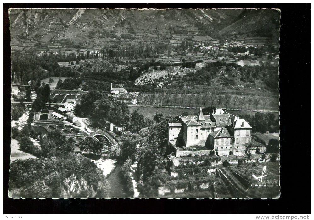 Frankreich - BTE09. Les Cabannes, vue aérienne chateau de Gudanes et pisciculture