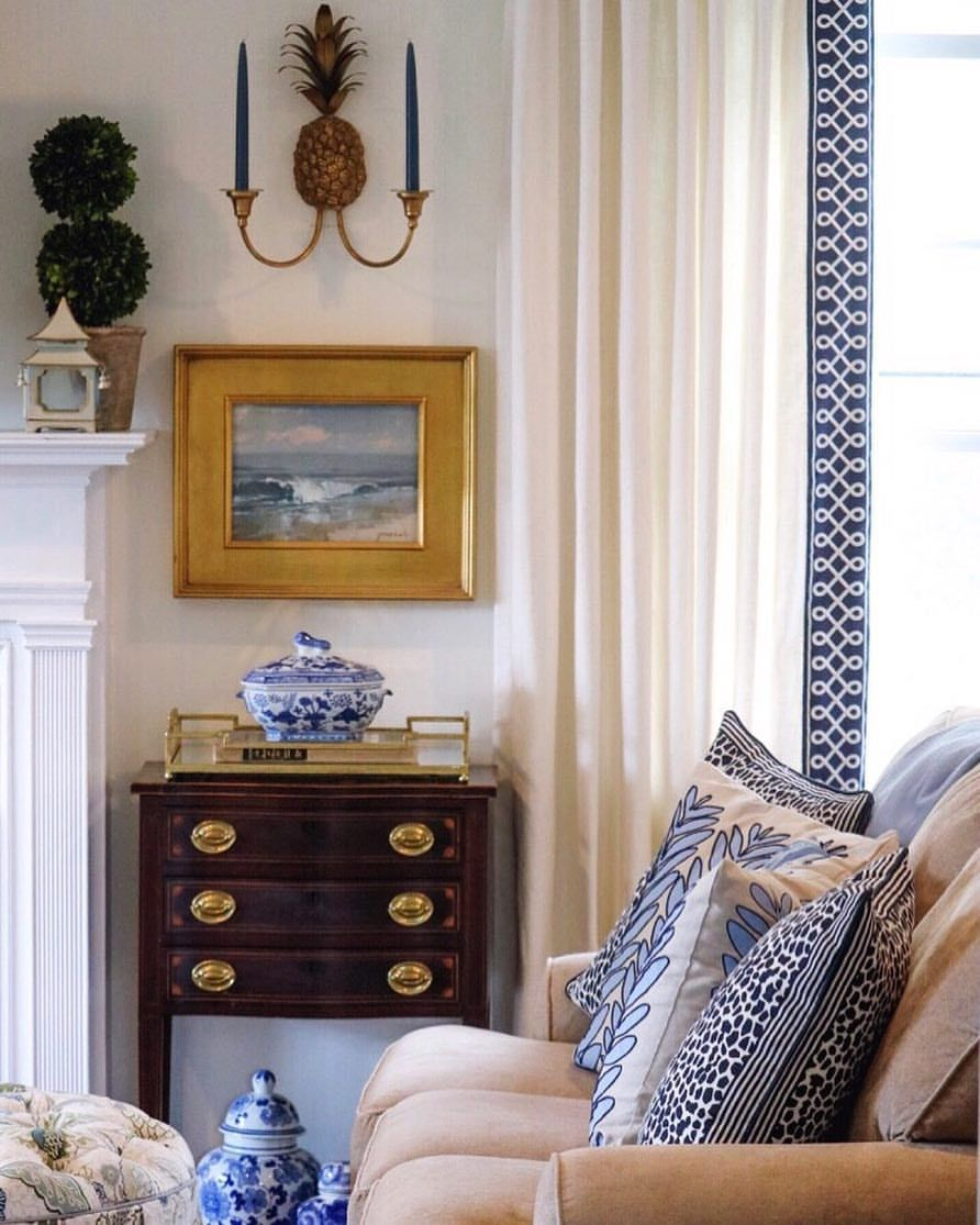 Handsome Hepplewhite Chest Though Small Is The Focal Point Of This Well Appointed Vignette Blue And White Living Room Home Decor Traditional Living Room #small #living #room #chest