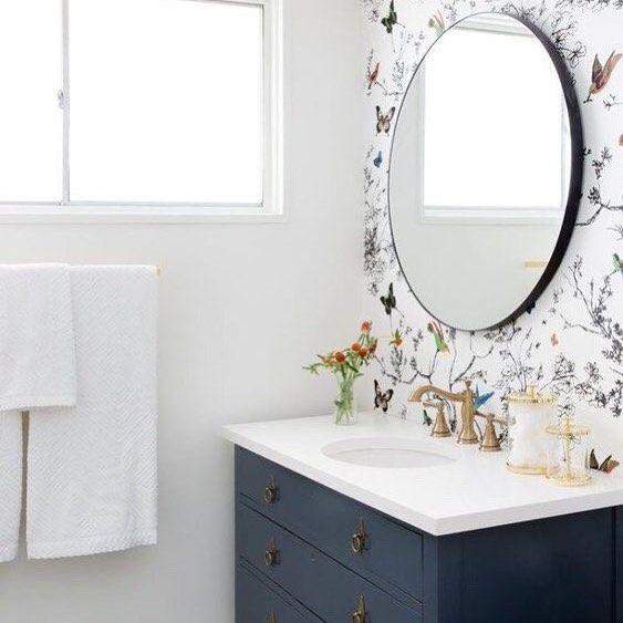 No Streaks On This Mirror Try Our Fav Homemade Glass Cleaner Mix 1 Tablespoon Cornstarch 1 2 Cu Modern Farmhouse Bathroom Bathroom Inspiration Bathroom Decor