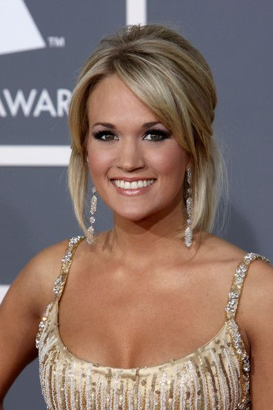 Carrie topped off her look with dark and full lashes.