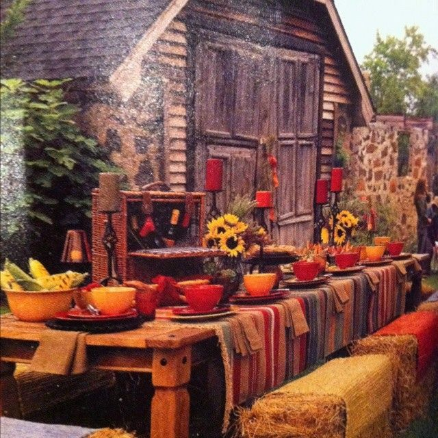 Rustic Wedding Decorations For Indoor And Outdoor Settings: 2014 Thanksgiving Rugs On Straw Bails Outdoor Table