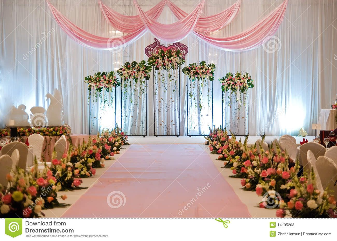 Indoor wedding stage flower decoration Simple flower decoration ideas