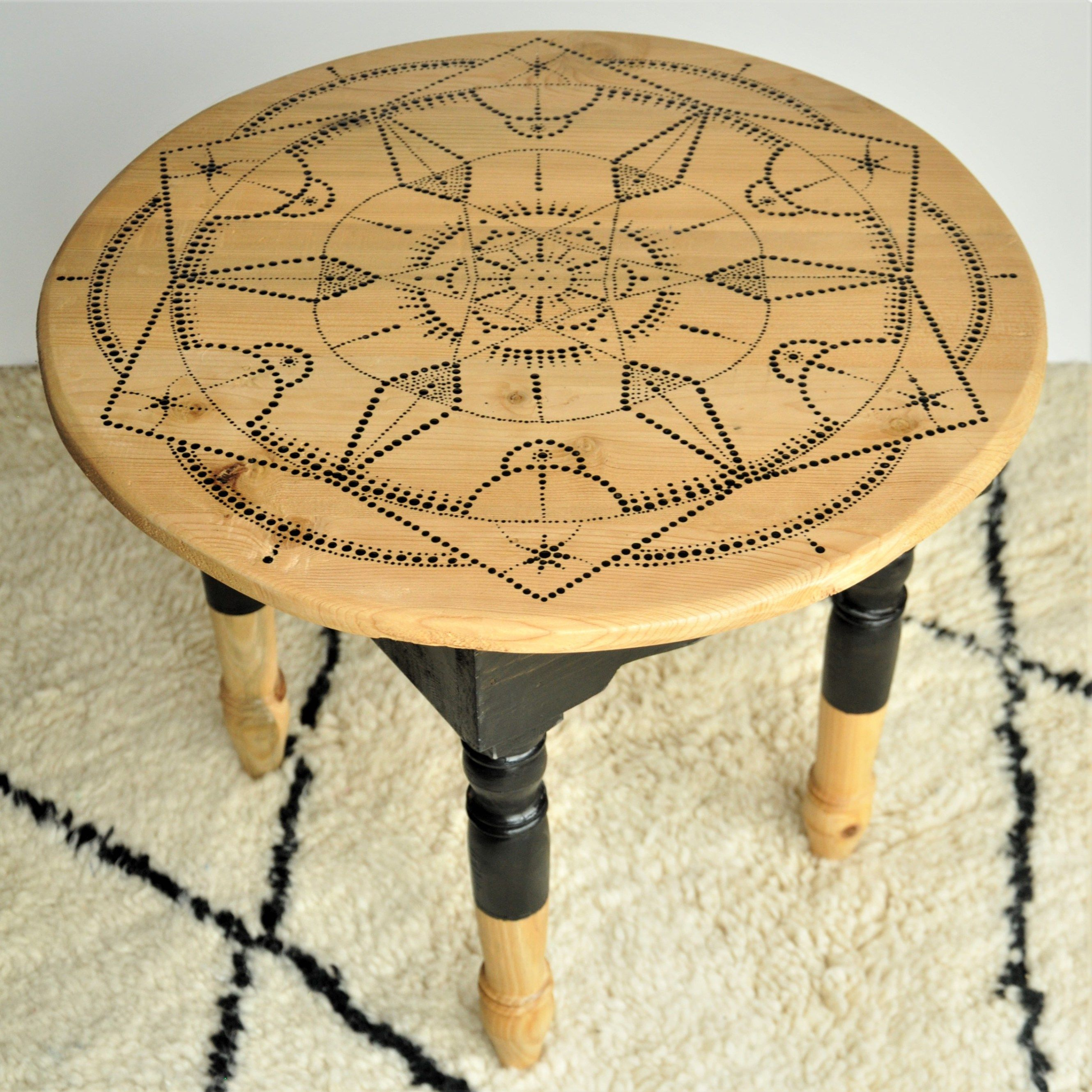 table marocaine revisité dans un style tatouage
