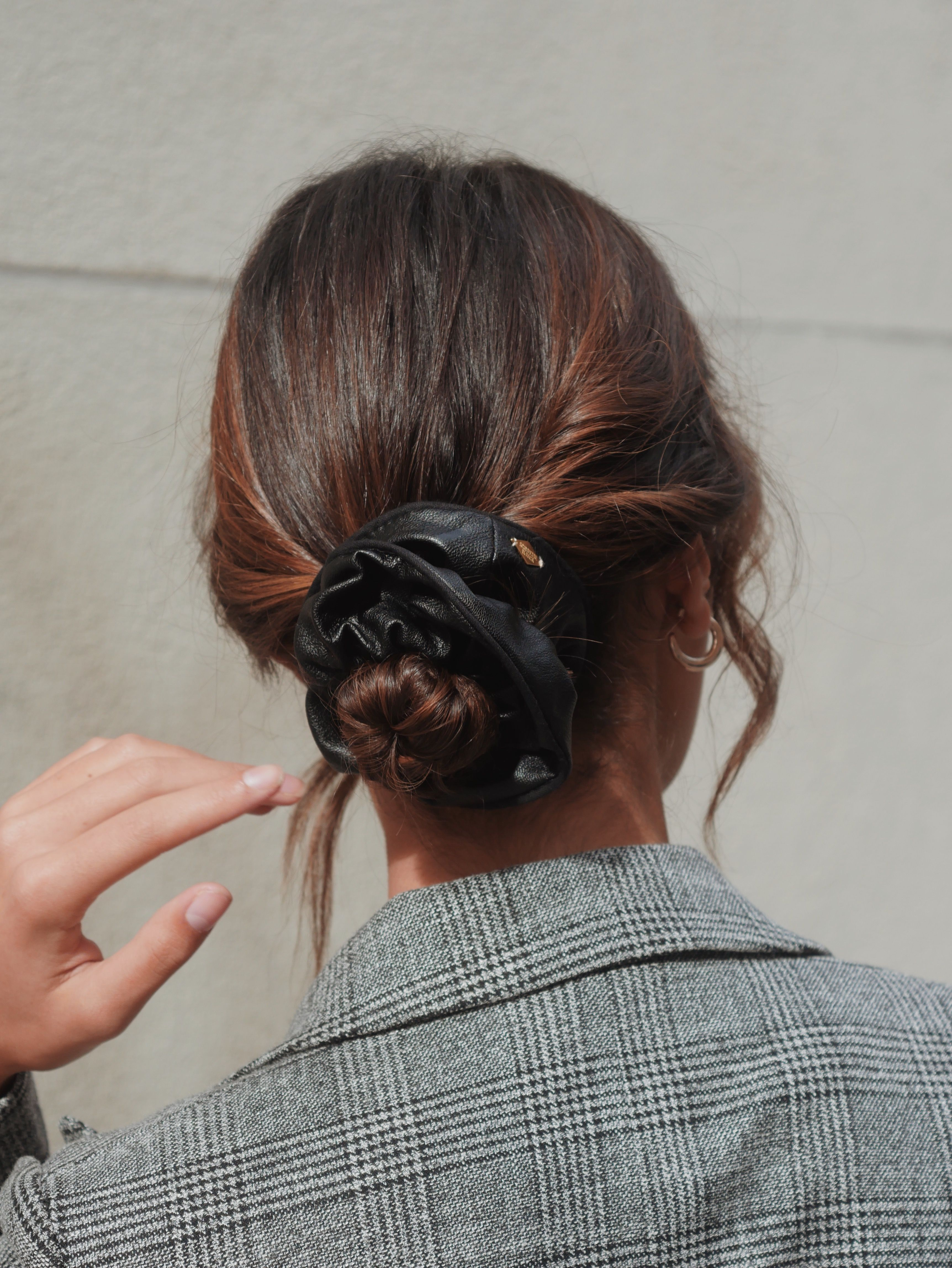 Chouchou Simili Cuir Noir Alison Coiffure Avec Foulard Chignon Cheveux Long Chouchou Cheveux