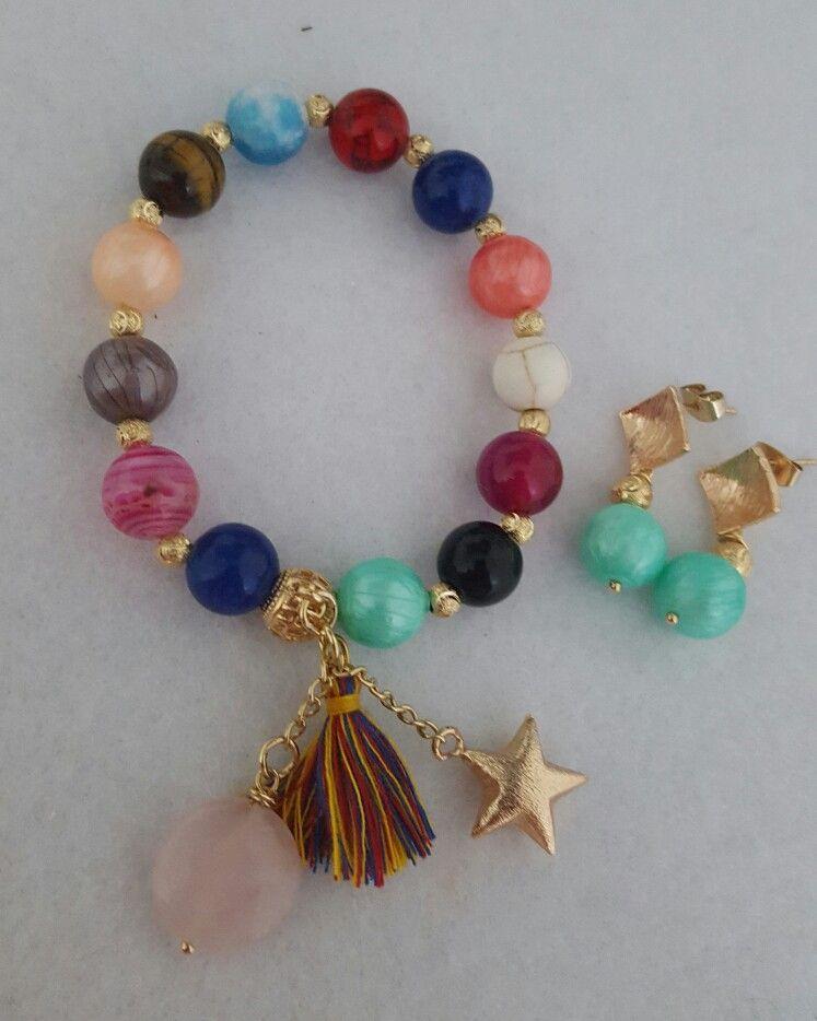 579ec2437299 Pulsera de vivos colores combinando piedra onix perlas de nácar ...