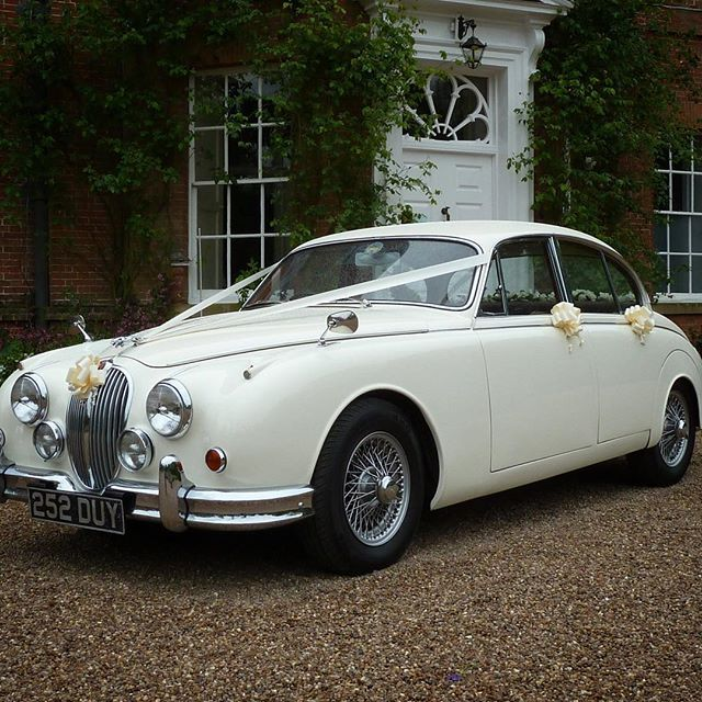 I Love A Classic Wedding Car I Particularly Love This Gorgeous Classic Jaguar From Ridgmont Classics Based Wedding Car Hire Wedding Car Wedding Transportation