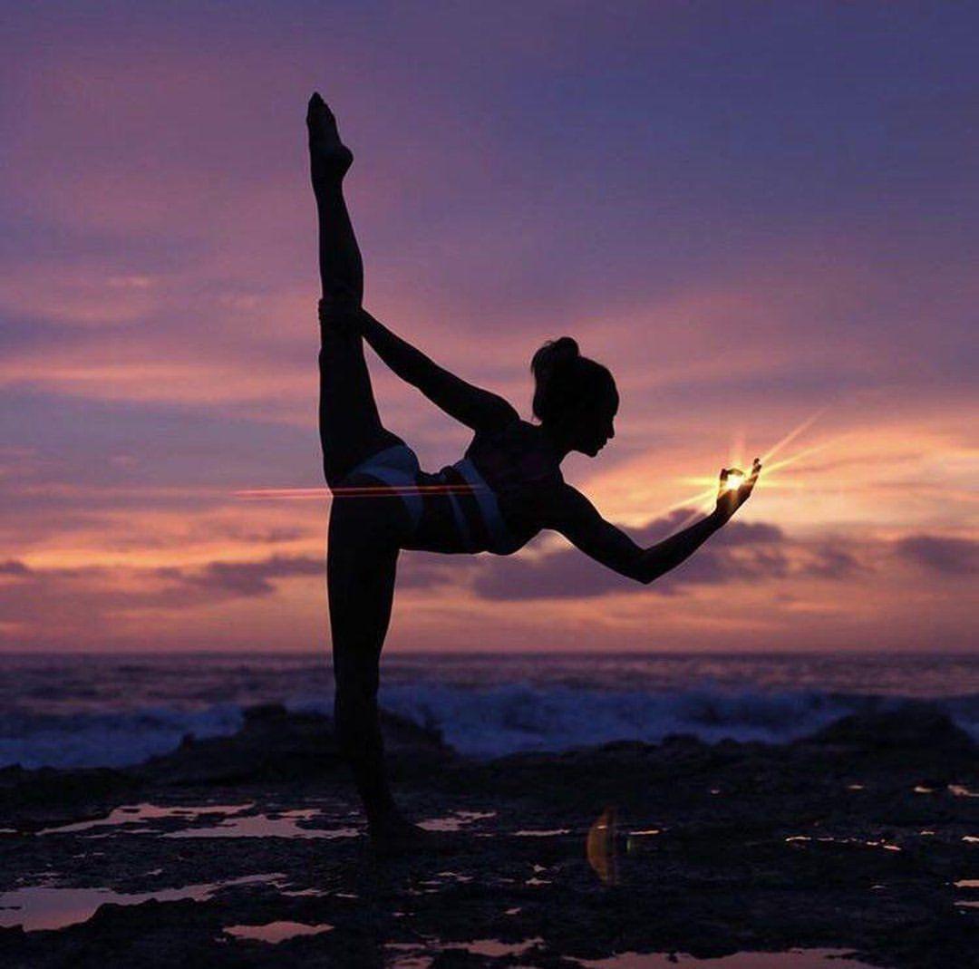 "Gefällt 23 Tsd. Mal, 133 Kommentare - Alo Yoga Inspiration (@yogainspiration) auf Instagram: ""Sunset Yoga"