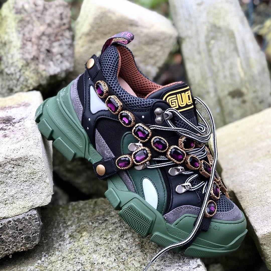 To Wiecej Niz Sportowe Buty Gucci Dyrektor Kreatywny Alessandro Michele Polaczyl Bizuteryjne Akcenty Ze Sportowym Stylem Tworzac Boots Hiking Boots Shoes