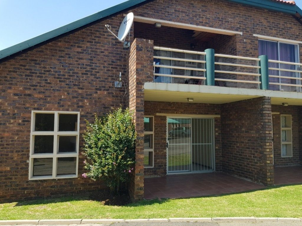 Gauteng Johannesburg Kibler Park Townhouse For Sale 1299048 Townhouse Built In Cupboards Property