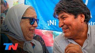 Evo Morales y Hebe de Bonafini, juntos en la ronda de los jueves. El expresidente de Bolivia se sumó a la tradicional marcha de los jueves de las Madres de Plaza de Mayo. Hebe de Bonafini se enojó porque la ronda no se pudo completar por la gran cantidad de personas que se acercaron a saludar a Evo Morales o a sacarse una foto con él: