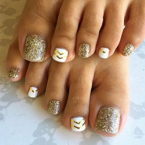 Gold Glitters And Strips Toe Nail Design