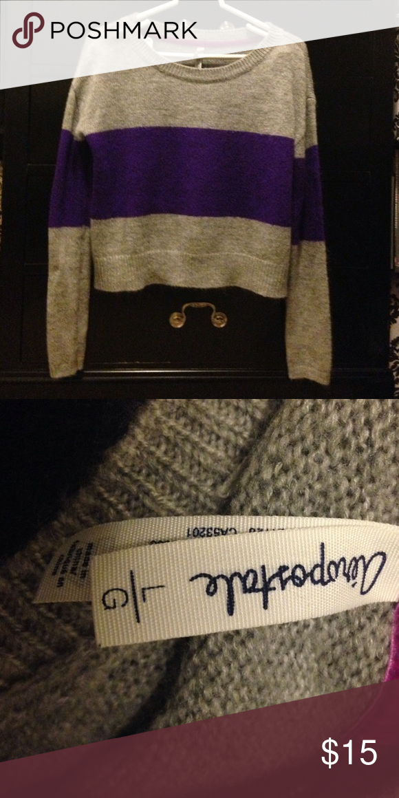 Aero sweater 💜 Only worn once or twice, in very good condition! There is a small black thread in the left arm but it could be a very easy fix 😊 Sweaters Crew & Scoop Necks