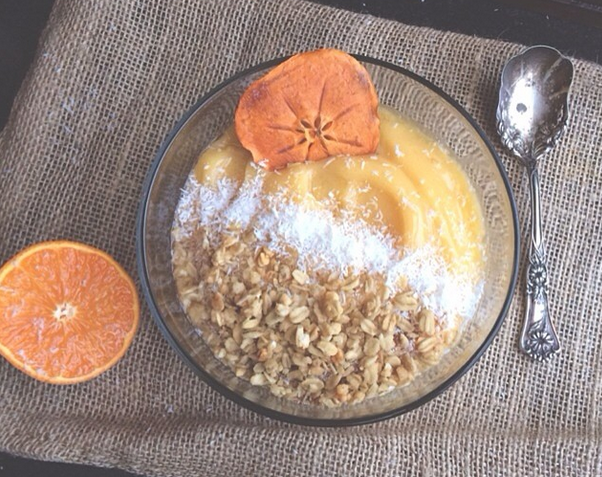 Creamsicle Smoothie Bowl!! Shared by twotoned__. Added some mango and topped it with pecan granola and unsweetened shredded coconut! Yum :)