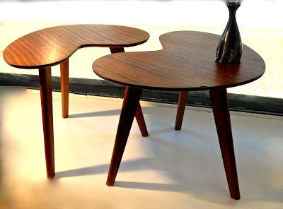 Duo de tables basses en teck, vers 1950.