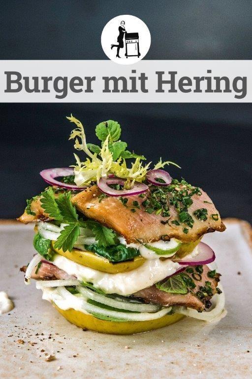 Der etwas andere Fisch Burger: Burger mit Hering - aber ohne richtige Burger Brötchen. Was dahinter steckt kann man nur erahnen, darum: Nachmachen & Genießen!  #burger #burgers #burgerliebe #burgerlovers #fischburger #fishburger #hering #seafood #seafoodlover #seafoodtime #seafoodporn #fisch #rezept #kochen #foodporn #recipe #food #foodie #essen #rezepte #grillen #bbq