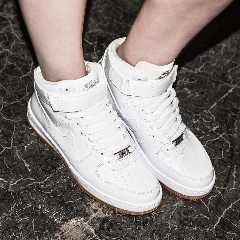 nike air force ones white women's vans