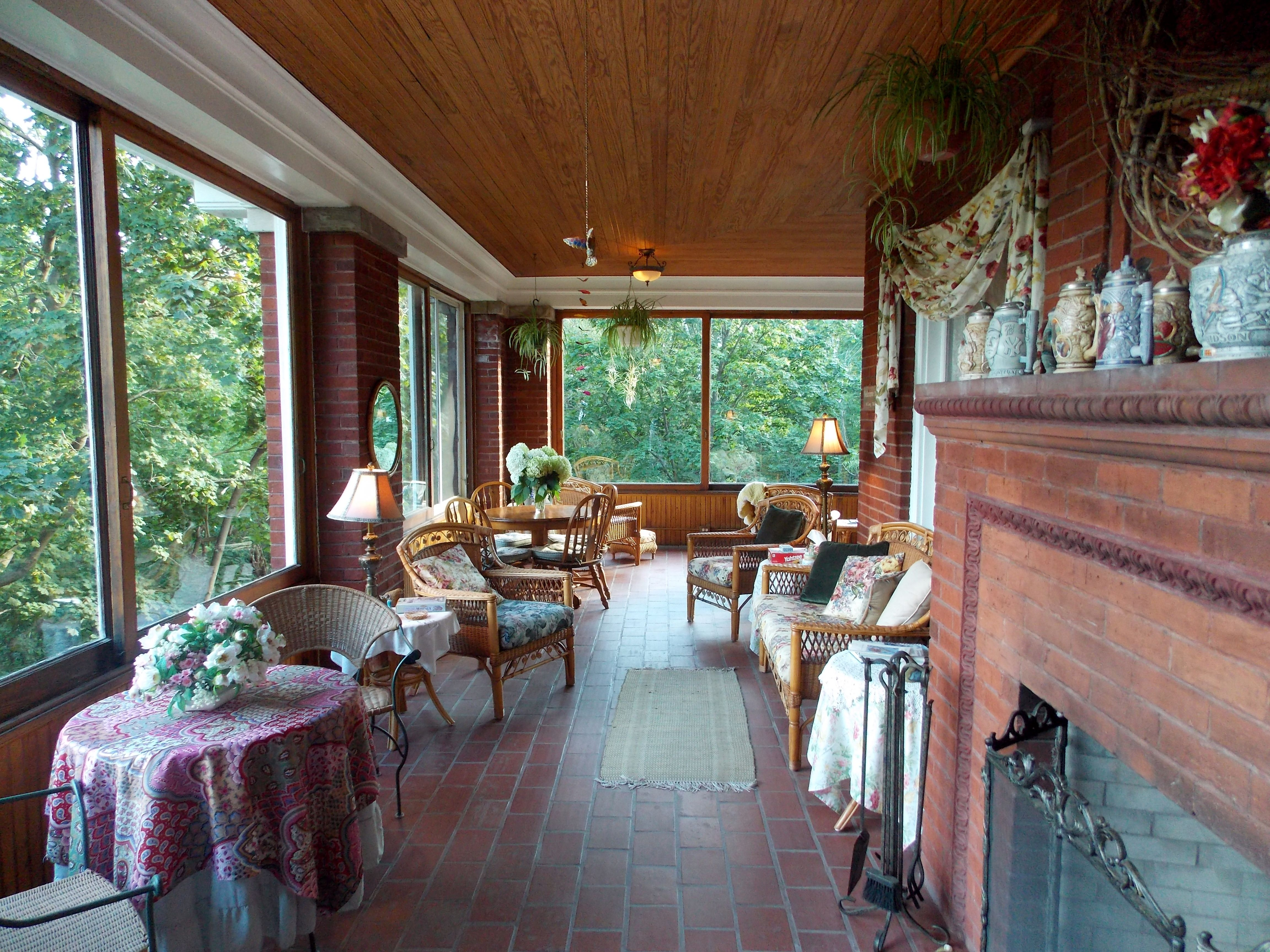 Porch The Firelight Inn on Oregon Creek Bed and