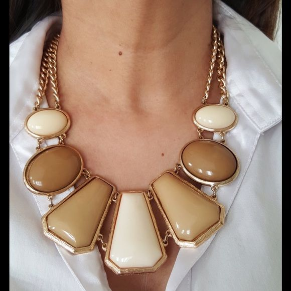 Cream statement necklace Beautiful cream colored statement necklace.  Big and bold yet not too flashy. Jewelry Necklaces