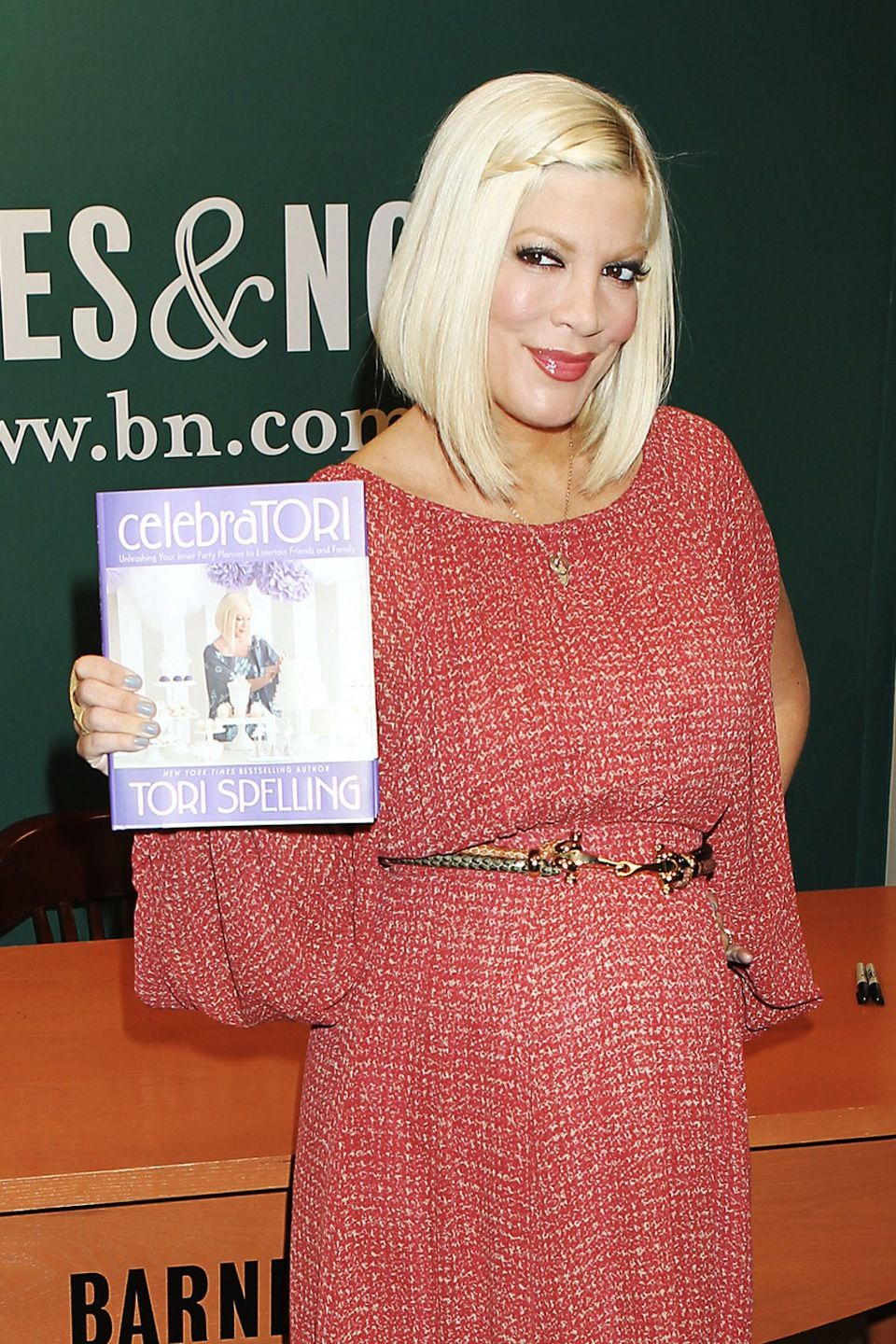 tori spelling hairstyles - google search   bobs   pinterest