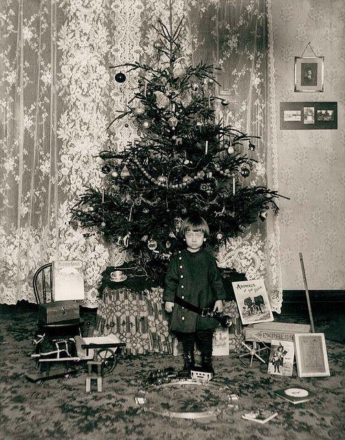 The Christmas Haul, ca 1900 Vintage christmas, Museums and History