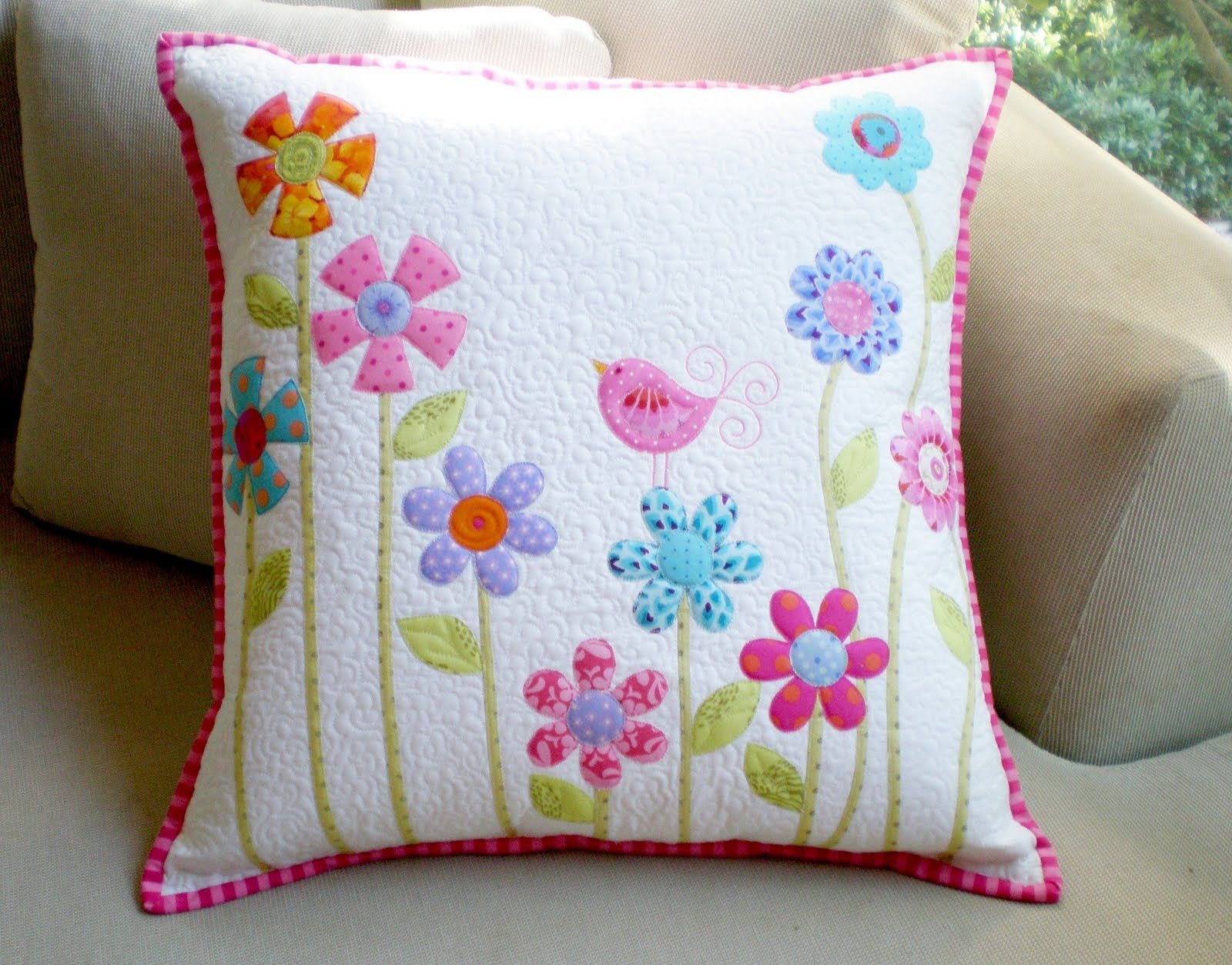 Prepare to become enchanted by this adorable Flower Garden Pillow Case pattern. Through a fascinating material mix of free applique patterns cottony scrap ... & almofada flower garden[4].jpg]   I like it   Pinterest   Applique ... pillowsntoast.com