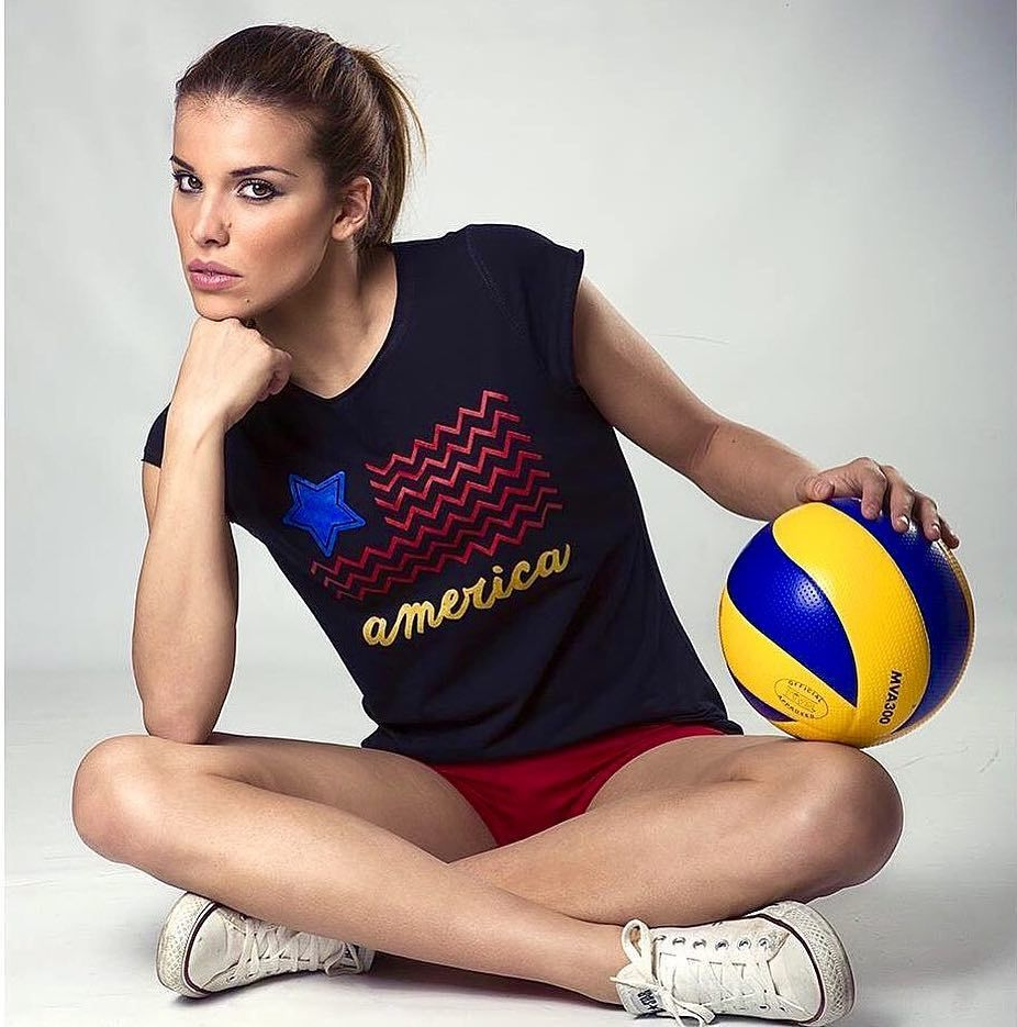 Gefallt 2 457 Mal 7 Kommentare W Rld F V Lleyball 17 World Of Volleyball 17 Auf Instagram Giulia Pisani In 2020 Ball Exercises Exercise Smile Face