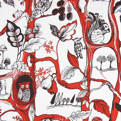 Squirrels Chase 2 - signaalrood - Uilenstoffen - Decoratiestoffen dieren - Decoratiestoffen planten - stoffen.net