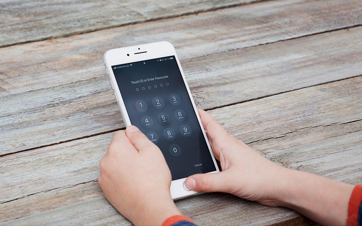 Kod Dostarczany Sms Em Lub W Formie E Mail Wprowadza Poczta Polska Firma Podkresla Ze Ma To Podwyzszyc Bezpieczenstw Galaxy Phone Iphone Samsung Galaxy Phone