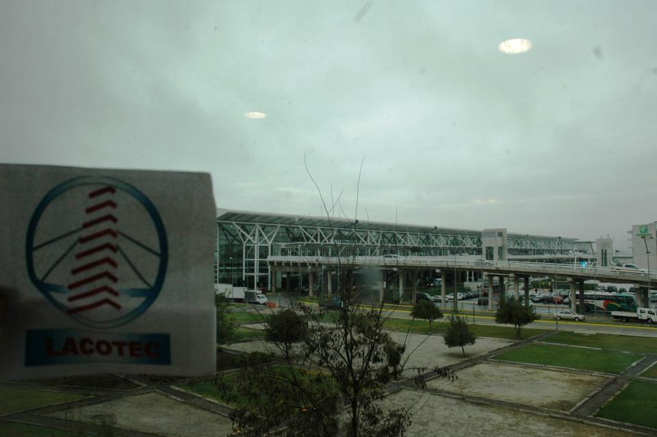 """LACOTEC en Chile: Aeropuerto de Santiago de Chile.  En 1961 se inició la construcción del """"Aeropuerto Pudahuel"""", que se inauguró oficialmente el 9 de febrero de 1967.  A partir del 19 de marzo de 1980, el Aeropuerto pasó a denominarse """"Arturo Merino Benítez"""", en homenaje al fundador y primer Comandante en jefe de la Fuerza Aérea de Chile."""