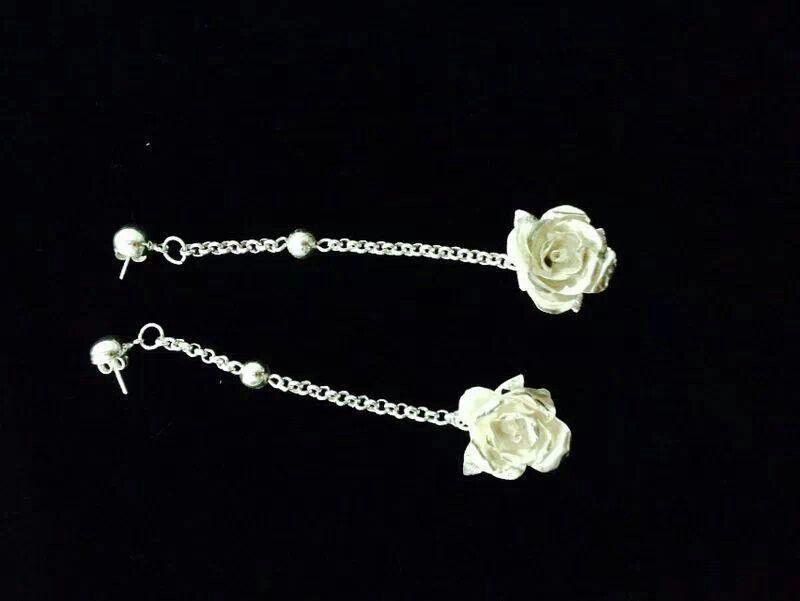 Zarcillos de rosas de maria eugenia luna. Curso de joyeria artesanal. Inf. 0414 021 7334