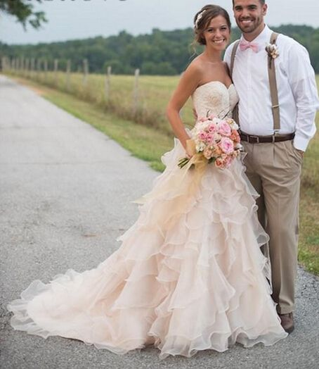 Country Wedding Dresses With Ruffles Sweetheart Neckline Lace